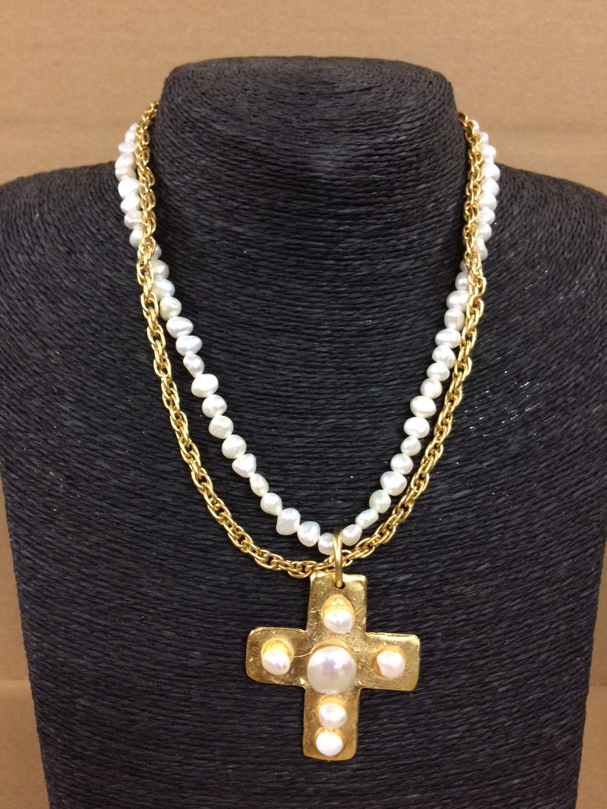 susan-shaw-necklace-gold-cross-1