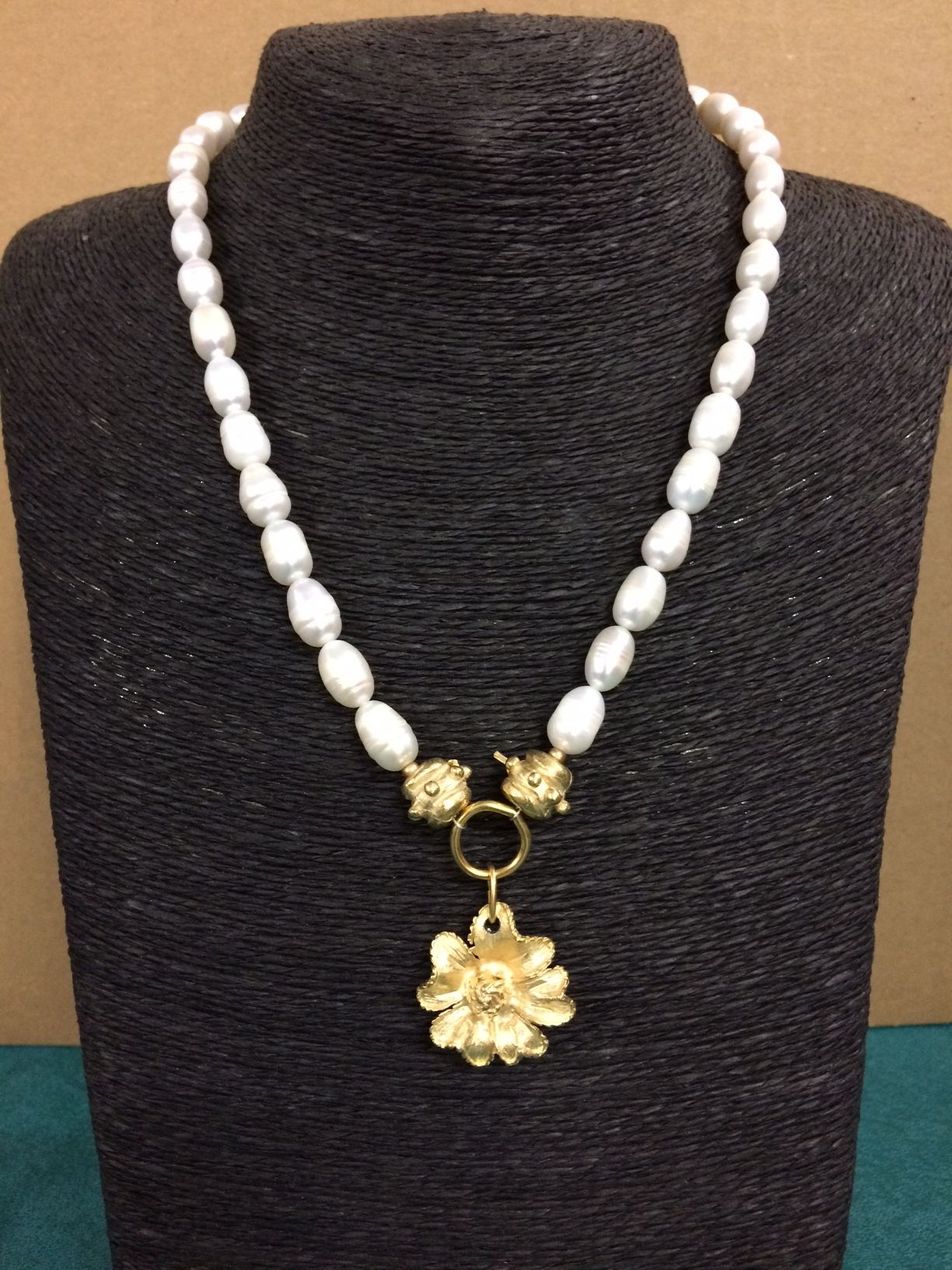 susan-shaw-necklace-pearls-with-flower