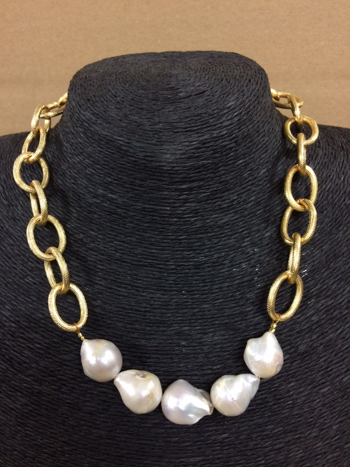 susan-shaw-necklace-pearls-and-chain