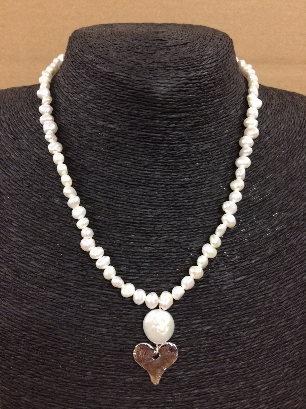 susan-shaw-necklace-pearls-with-silver-heart