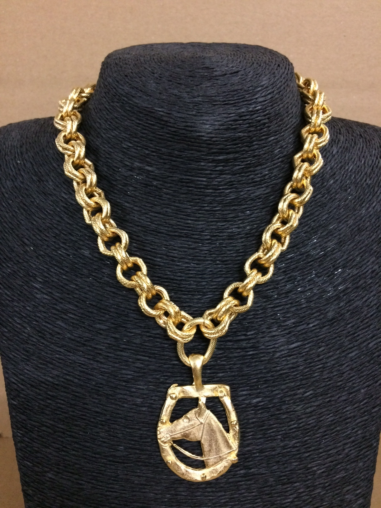 susan-shaw-equestrian-necklace-gold-horseshoe